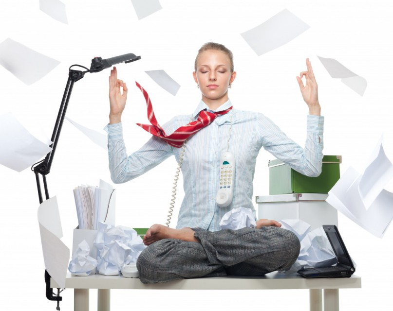 meditating-in-the-office-fotolia_255924642